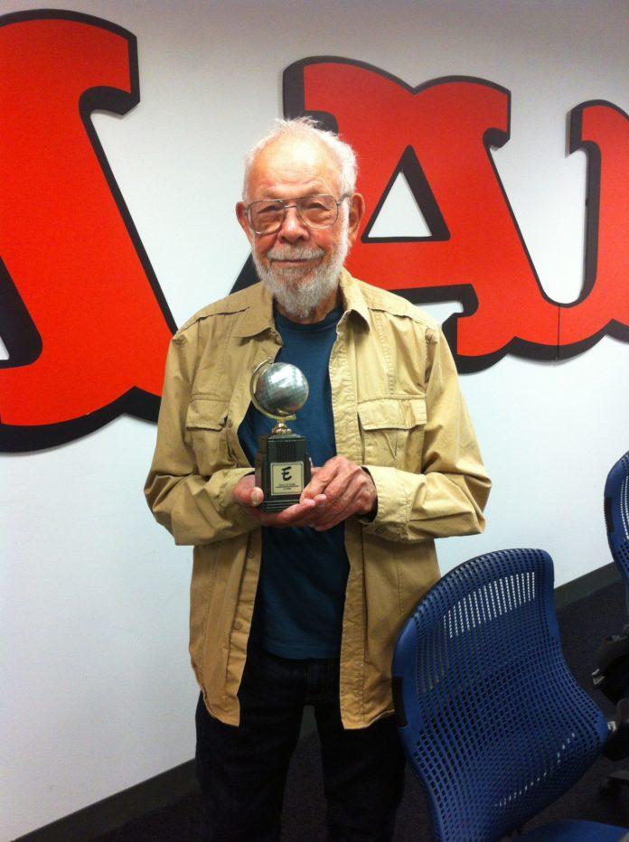 Al Jaffee mit dem Will Eisner Award