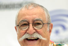 Sergio Aragonés at the 2017 WonderCon, Anaheim, California. Image Copyright by Gage Skidmore.